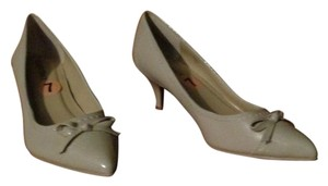 Ellen Tracy beige Pumps