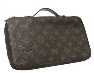 Louis Vuitton Authentic Louis Vuitton Monogram Canvas & Leather Passport Travel Case