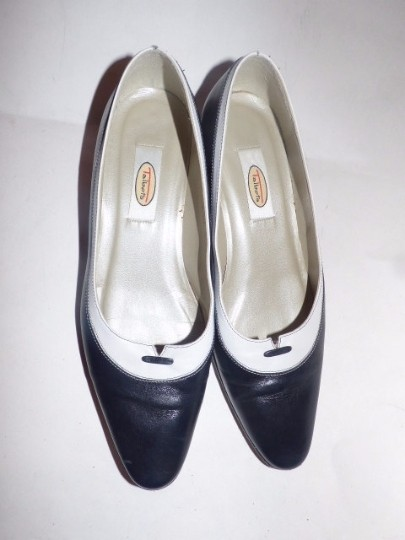 Talbots Dressy Or Casual 40's Rockabilly Look Nautical Look Excellent Condition Color Block Style navy and white leather Flats Image 5