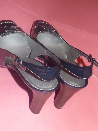 Talbots Dressy Or Casual 40's Rockabilly Look Nautical Look Excellent Condition Slingback navy patent leather Pumps Image 3