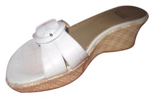 Stuart Weitzman Dressy Or Casual Mule Style W/ Buckle Wedge Heels Excellent Vintage Perfect For Summer white crocodile embossed leather and raffia Sandals