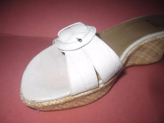 Stuart Weitzman Dressy Or Casual Mule Style W/ Buckle Wedge Heels Excellent Vintage Perfect For Summer white crocodile embossed leather and raffia Sandals Image 2