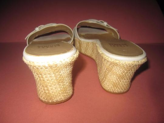 Stuart Weitzman Dressy Or Casual Mule Style W/ Buckle Wedge Heels Excellent Vintage Perfect For Summer white crocodile embossed leather and raffia Sandals Image 3