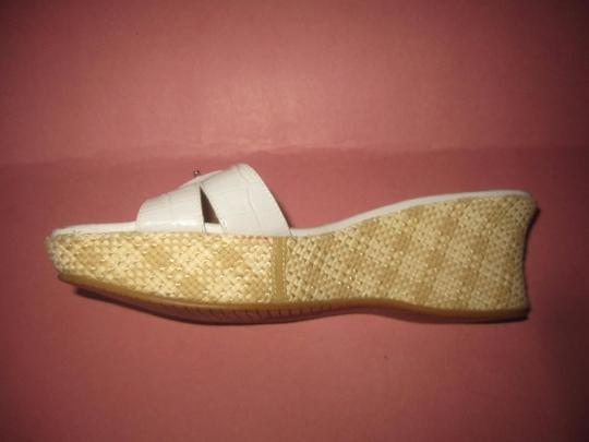 Stuart Weitzman Dressy Or Casual Mule Style W/ Buckle Wedge Heels Excellent Vintage Perfect For Summer white crocodile embossed leather and raffia Sandals Image 4