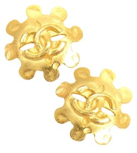 Chanel Vintage Flower Motif CC Logo Gold Tone Clip on earrings