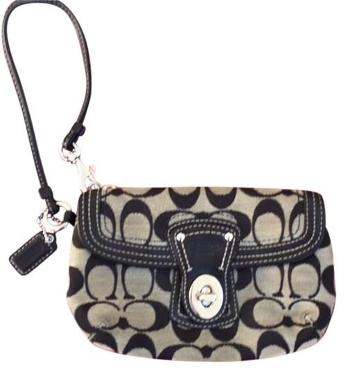 Preload https://img-static.tradesy.com/item/18533461/coach-wristlet-0-1-540-540.jpg