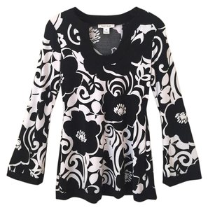 White House | Black Market Longsleeve Comfortable Bold V-neck Floral Top White, Black