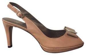 Stuart Weitzman Tan Leather Bow Patent Slingback Pumps