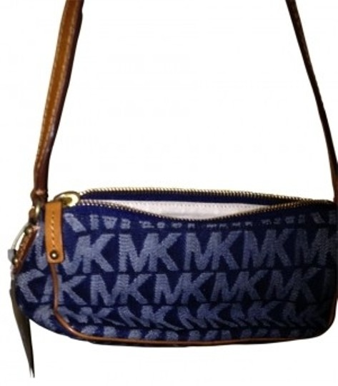 Preload https://img-static.tradesy.com/item/18539/michael-kors-signature-purse-blue-jean-hobo-bag-0-0-540-540.jpg