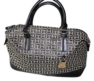 Tommy Hilfiger Tote in Black and White