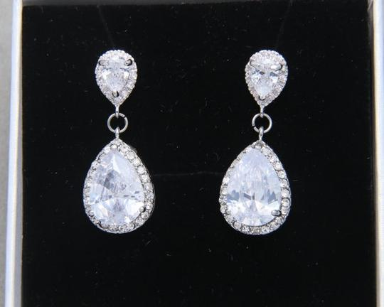 Preload https://img-static.tradesy.com/item/18540262/925-925-silver-chandelier-oval-fall-drop-silver-clear-crystal-bridesmaid-prom-pageant-earrings-0-0-540-540.jpg
