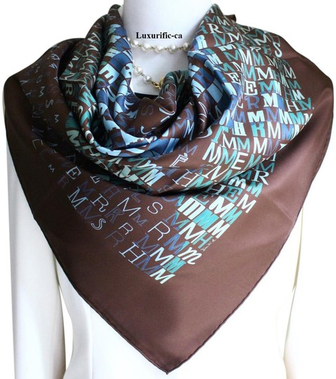 Preload https://img-static.tradesy.com/item/18541381/hermes-scarfcheval-de-caractere-drybaltchenko-carre-90-scarfwrap-0-4-540-540.jpg