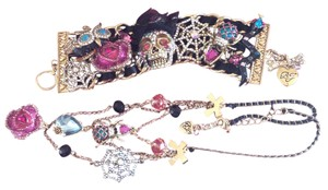 "Betsey Johnson Brand new Betsey Johnson ""Creep Show"" Skull chunky toggle bracelet and matching necklace"