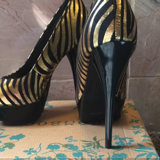 Bamboo Tiger Metallic Round Toe Stiletto Black, Gold Pumps