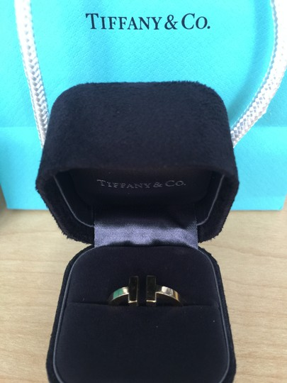 Tiffany & Co. Tiffany T square ring in 18k gold with box & bag