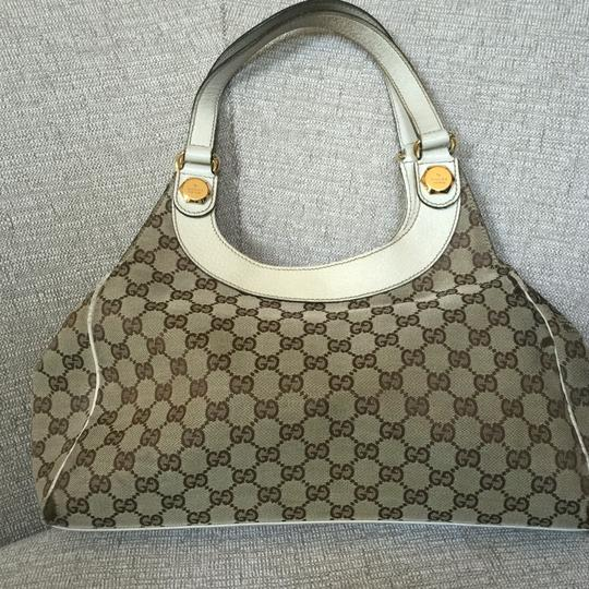 Preload https://img-static.tradesy.com/item/18559798/gucci-hobo-bag-0-0-540-540.jpg