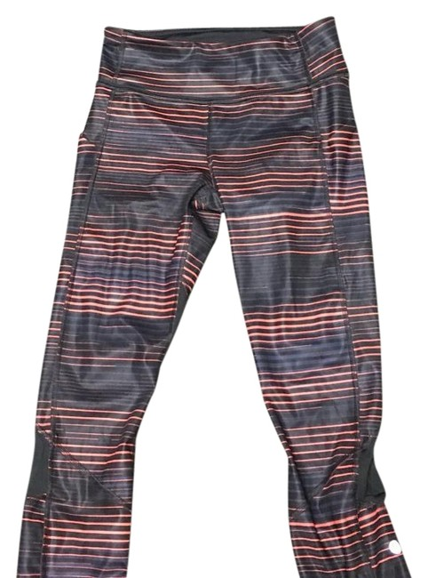 Preload https://img-static.tradesy.com/item/18560527/lululemon-activewear-capriscrops-size-4-s-27-0-1-650-650.jpg