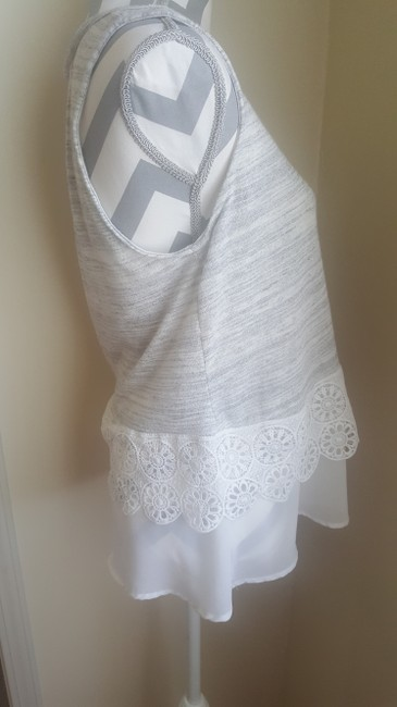 W5 White Floral Top Light Gray