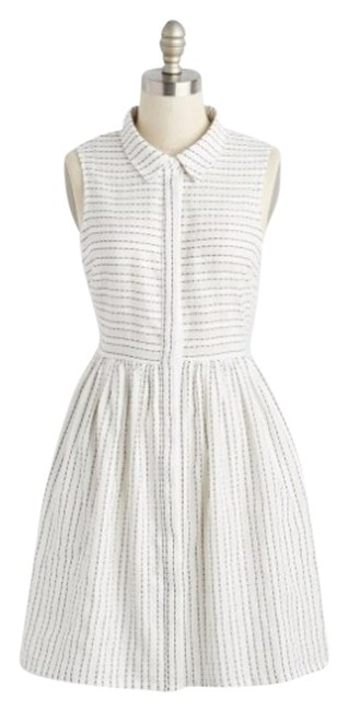 Preload https://img-static.tradesy.com/item/18564226/modcloth-white-sun-knee-length-short-casual-dress-size-8-m-0-1-650-650.jpg