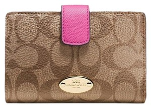Coach MEDIUM CORNER ZIP WALLET IN SIGNATURE KHAKI DAHLIA F53562