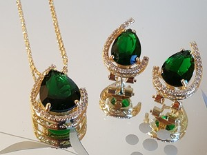 Gorgeous Emerald Green Crystal Necklace Set