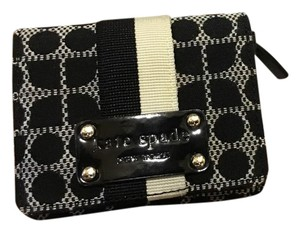 Kate Spade Wristlet in Black and white