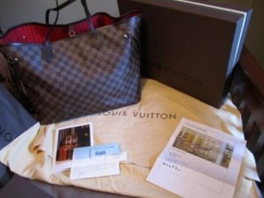 Preload https://item5.tradesy.com/images/louis-vuitton-neverfull-gm-handbag-damier-canvas-tote-18589-0-0.jpg?width=440&height=440
