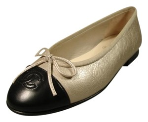 Chanel Crinkle Leather New Argent/Noir Round Toe Pale Metallic Gold & Black Flats