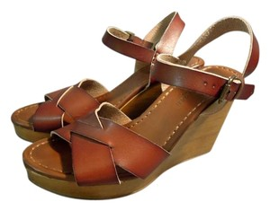 American Eagle Outfitters Strap Wood Hollywood brown Wedges