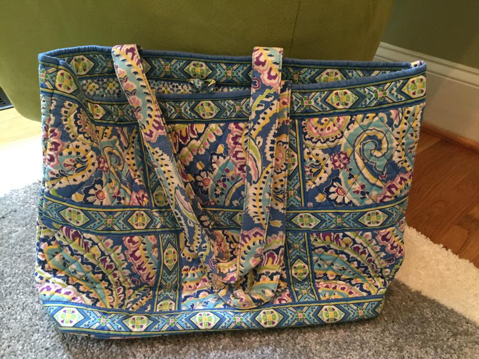 eb70687e12a6 Vera Bradley Large In (Retired Pattern ) Capri Blue Cotton Tote ...