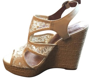Lucky Brand White/ off white/nude Wedges