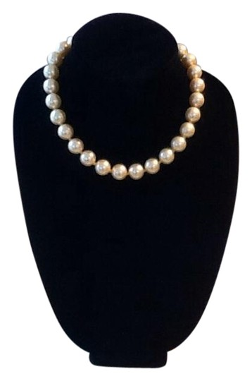 Preload https://img-static.tradesy.com/item/185983/yellow-pearls-costume-necklaceearrings-necklace-0-5-540-540.jpg