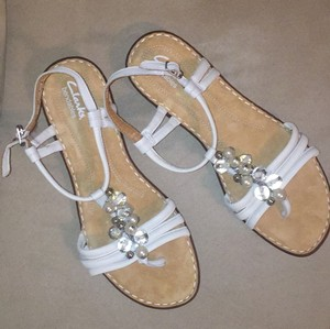 Clarks Bendable White Leather Sandals