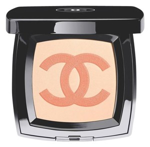Chanel Beaute Chanel INFINIMENT Highlighting Powder with CC Logo
