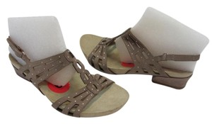 Earthies Size 6.00 M Suede/Leather Rhinestones Very Good Condition Neutral Sandals