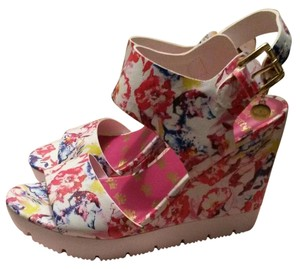 Juicy Couture floral Wedges