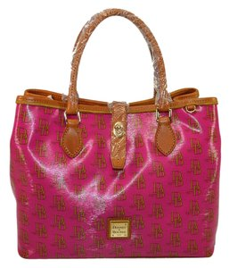 Dooney & Bourke Shopper Perry Signature Satchel in Lipstick/Natural