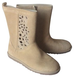 UGG Australia New With Tags Nwt Cut-out Floral Sand Boots
