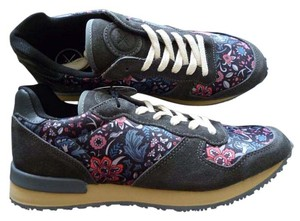 Inkkas Floral Handmade Global Gray Athletic