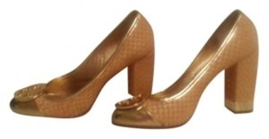 Preload https://item4.tradesy.com/images/tory-burch-goldstraw-pumps-size-us-85-186328-0-0.jpg?width=440&height=440