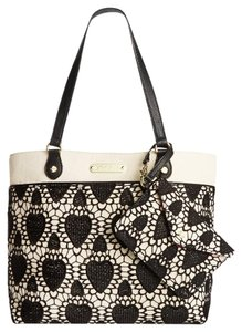 Betsey Johnson Lacey Heart Large Tote in black/bone