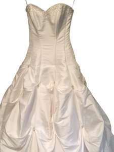 White Imported Feminine Wedding Dress Size 4 (S)