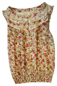 Preload https://item5.tradesy.com/images/forever-21-red-floral-blouse-size-4-s-186529-0-0.jpg?width=400&height=650