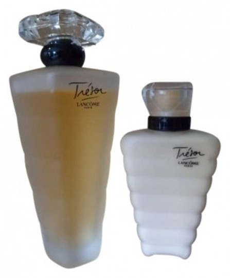 Preload https://item1.tradesy.com/images/clear-bottle-tresor-by-lancome-perfume-fragrance-186565-0-0.jpg?width=440&height=440