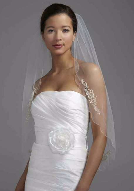 Item - Ivory Medium Scalloped Bridal Veil