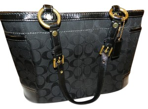Coach Signature Gallery Tote in Black