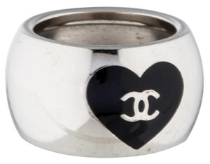 Chanel Silver-Tone Chanel Band Enamel CC Heart Accents Ring 6.5