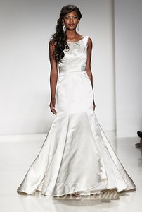 Alfred Angelo 2509 Wedding Dress