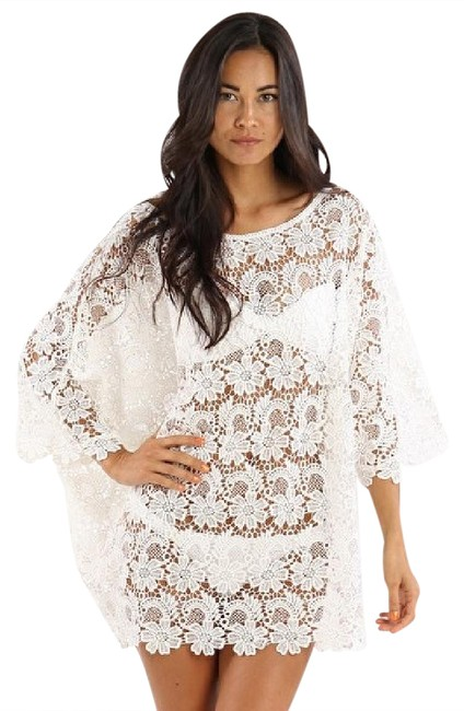 Item - Cream Lace Tunic 3/4 Sleeves Flower-lace Hemline Cover-up/Sarong Size OS