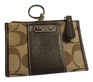 Coach Logo Leather Gold Hardware Wristlet in Brown